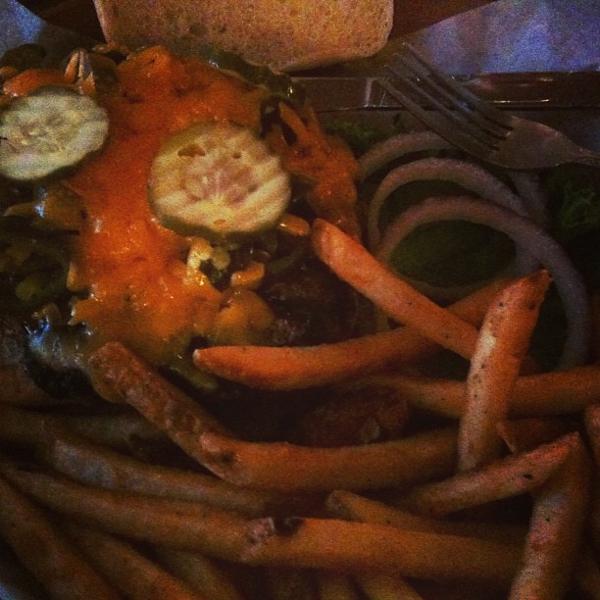 Jalapeño burger & garlic fries