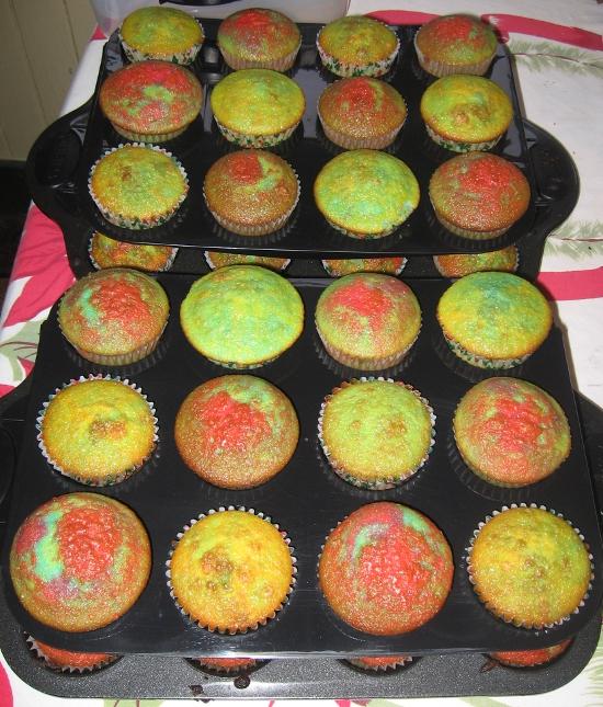 Stacking cupcake trays